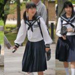 【画像】制服姿の女子中学生
